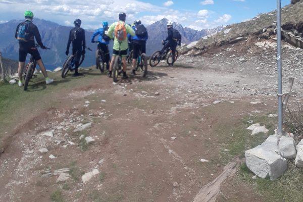 Guti Bike Rent around the lake