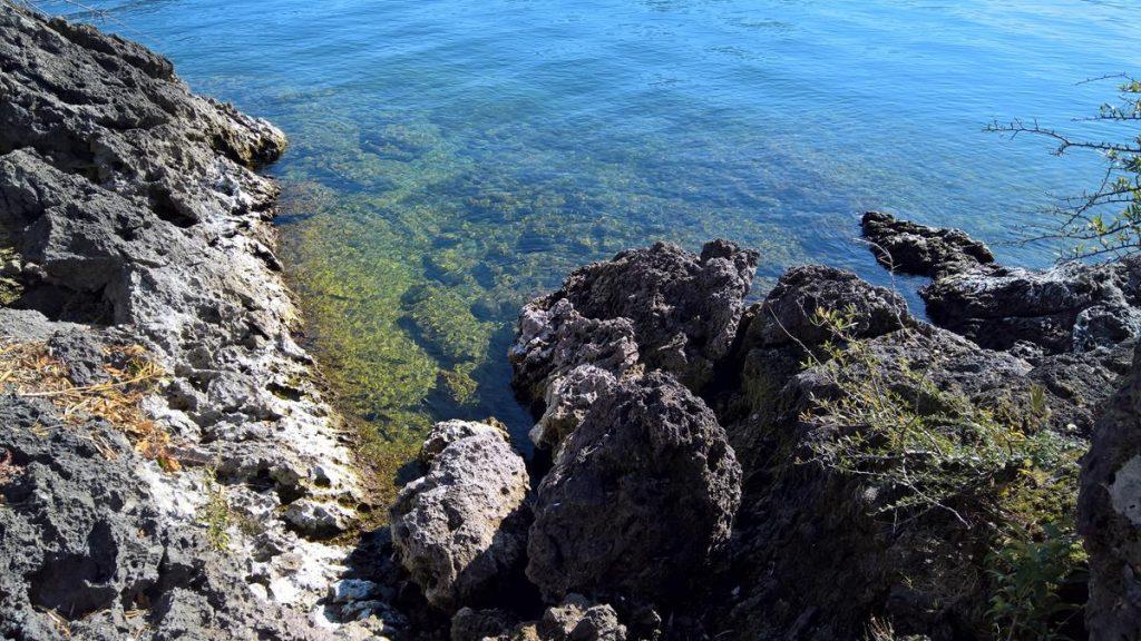 acque limpide lago di como