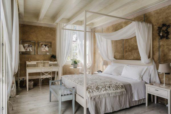 Lake view Suite bedroom