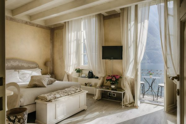 Romantic Lake View Room with Balcony